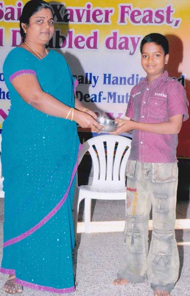 IV Std - Sports prize Distributed by the Principal 4th