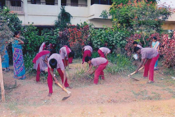 Students get Horticulture Training